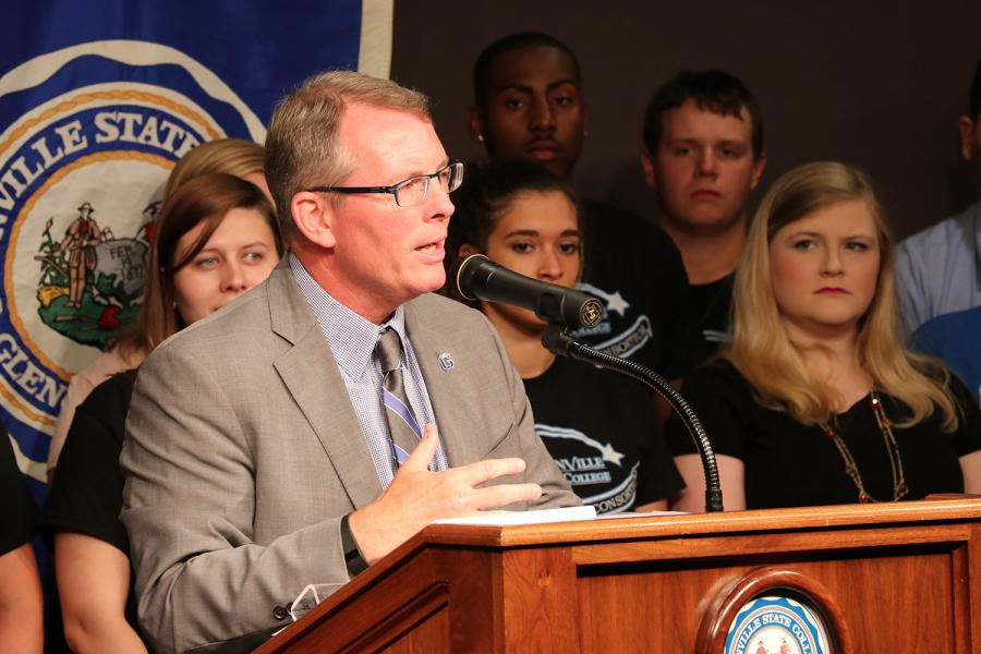 Dr. Pellett at the podium announcing that GSC would be reducing student meal plans by $100.